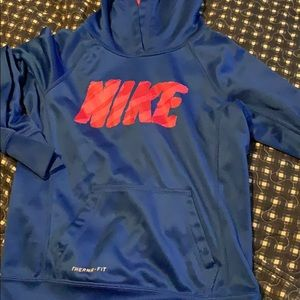 Nike therma-fit hoodie youth small